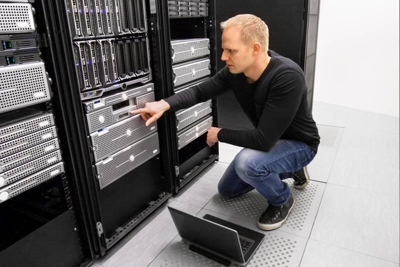 konsultant it w serwerowni